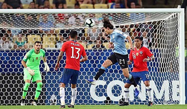 Copa America: Hạ Chile, Uruguay chiếm ngôi đầu bảng C