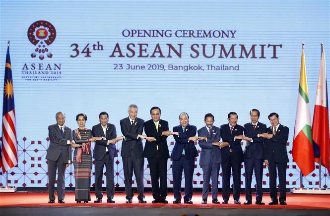 Thủ tướng Chính phủ Nguyễn Xuân Phúc dự lễ Khai mạc Hội nghị Cấp cao ASEAN lần thứ 34