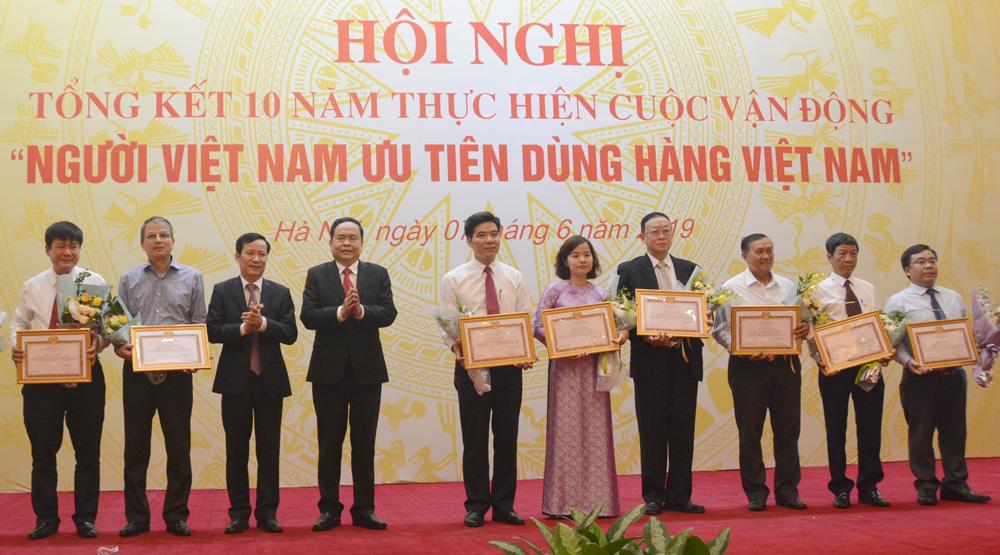 """EVN được khen thưởng về thực hiện """"Người Việt Nam ưu tiên dùng hàng Việt Nam"""""""