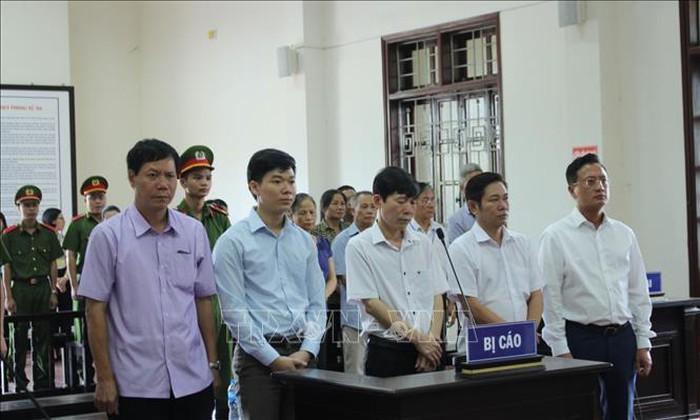 Phúc thẩm vụ sự cố y khoa tại Hòa Bình: Hoàng Công Lương được giảm 12 tháng tù