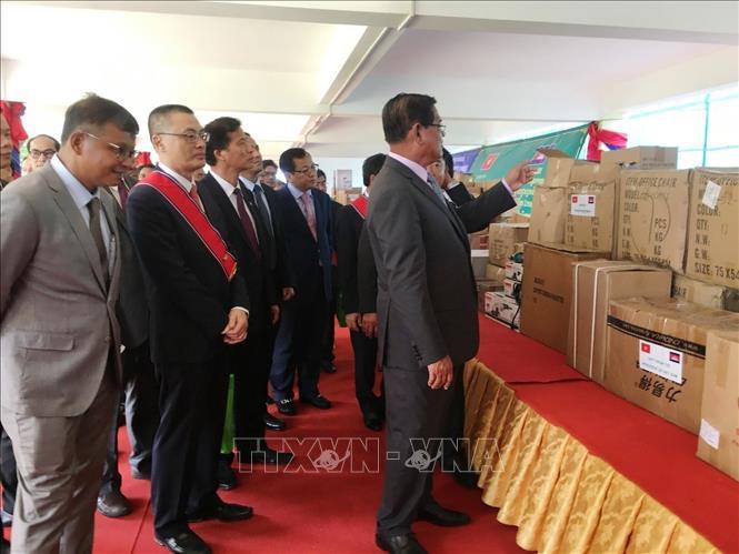 Ngành giáo dục Campuchia tiếp nhận quà tặng của Nhà nước Việt Nam