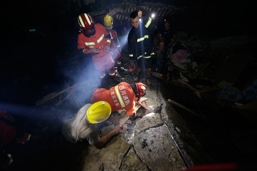 Động đất mạnh tại Trung Quốc gây nhiều thương vong