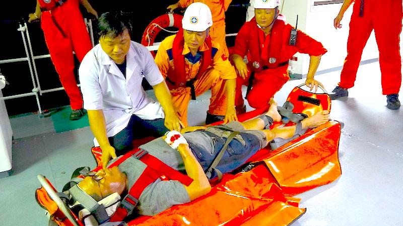 Cấp cứu kịp thời một thuyền viên trên tàu nước ngoài