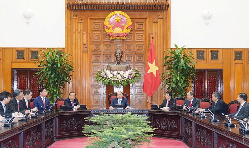 Thủ tướng Nguyễn Xuân Phúc tiếp Chủ tịch Tập đoàn SK (Hàn Quốc)