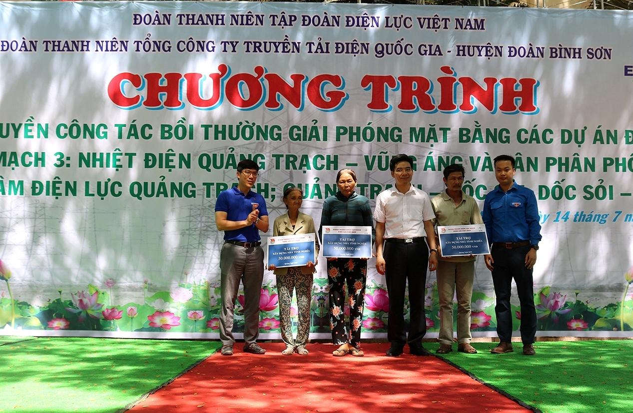 Đoàn thanh niên EVN trao quà tình nghĩa tại tỉnh Quảng Ngãi