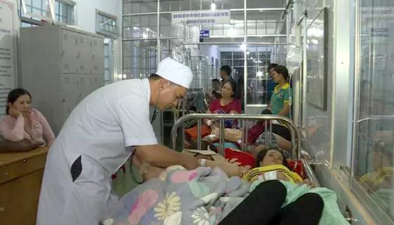Hàng trăm người nhập viện sau khi ăn cưới ở Đắk Lắk