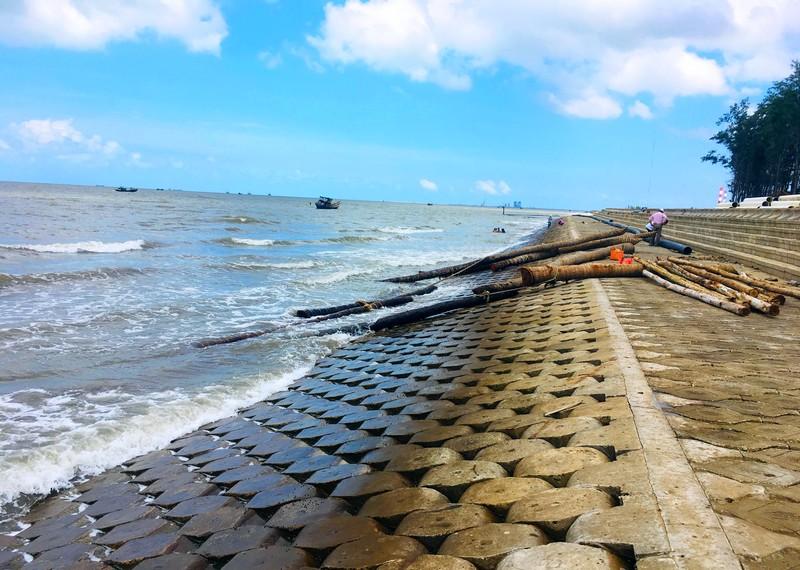 Trà Vinh chủ động xử lý sạt lở bờ sông, đê biển