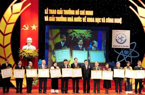 Hội đồng xét tặng giải thưởng về KH&CN các cấp biểu quyết bằng phiếu kín