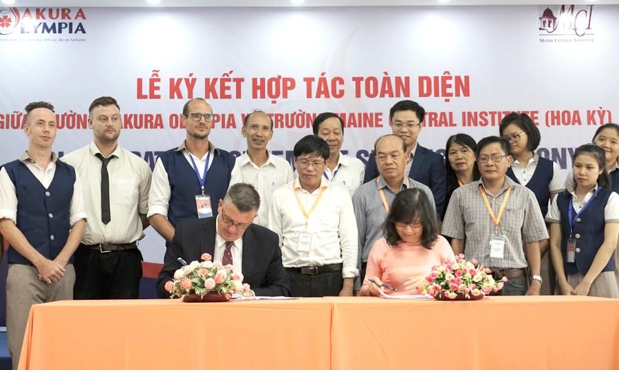 Hợp tác toàn diện về chương trình liên kết quốc tế bậc THCS và THPT