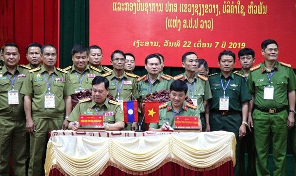 Hợp tác bảo vệ an ninh trật tự với 3 tỉnh nước bạn Lào