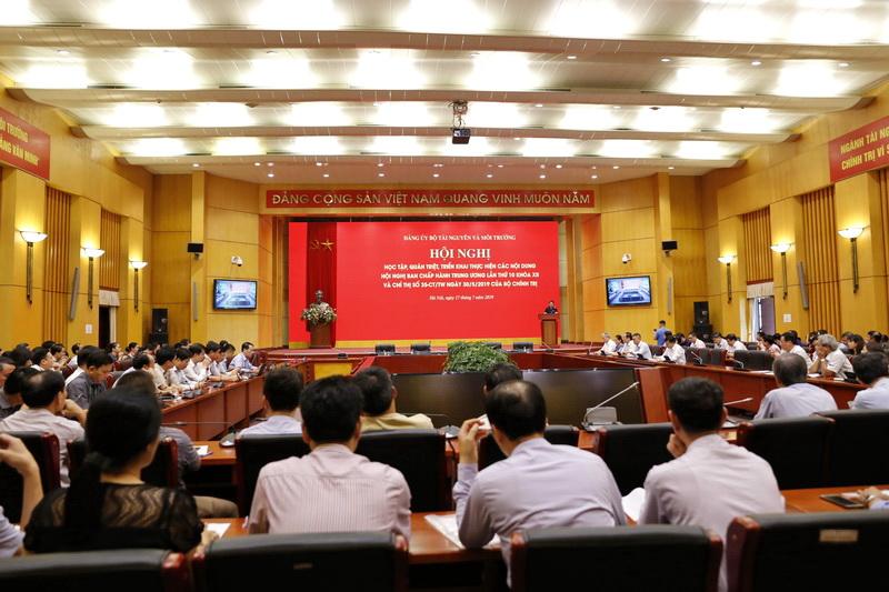 Khẩn trương xây dựng kế hoạch thực hiện Chỉ thị 35 của Bộ Chính trị đảm bảo phù hợp, sát với thực tiễn