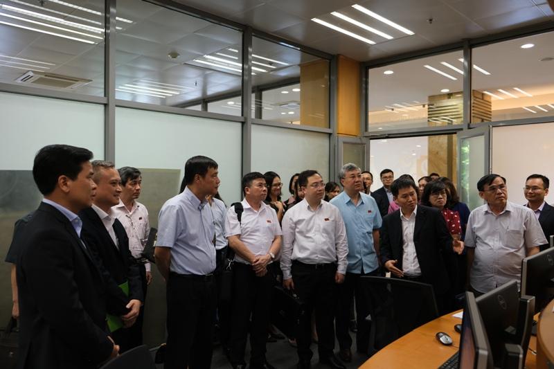 Đoàn đại biểu Quốc hội thăm và làm việc tại Sở GDCK Hà Nội  