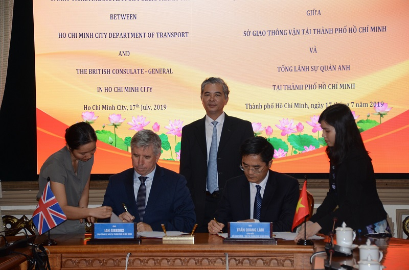 TP. Hồ Chí Minh - Vương quốc Anh ký Bản ghi nhớ về phát triển thành phố thông minh