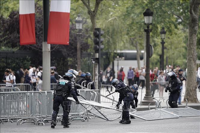 Xung đột giữa cảnh sát Pháp và người biểu tình