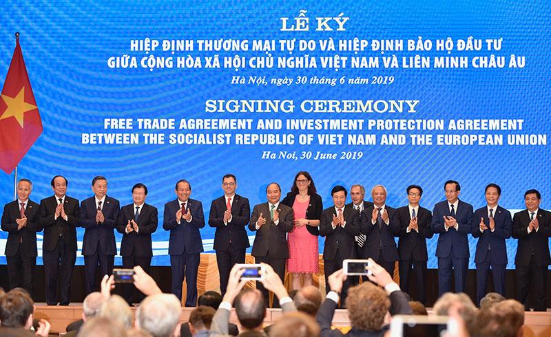 Thế giới tuần qua: Việt Nam - EU ký EVFTA và EVIPA