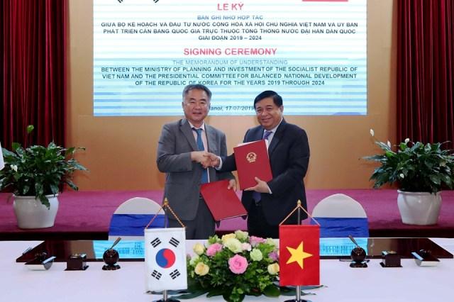 Ký Biên bản ghi nhớ hợp tác giữa Việt Nam và Hàn Quốc trong lĩnh vực kế hoạch và đầu tư