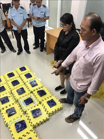 Phát hiện 8 kg ma túy tổng hợp cất giấu trong lô trò chơi xếp hình