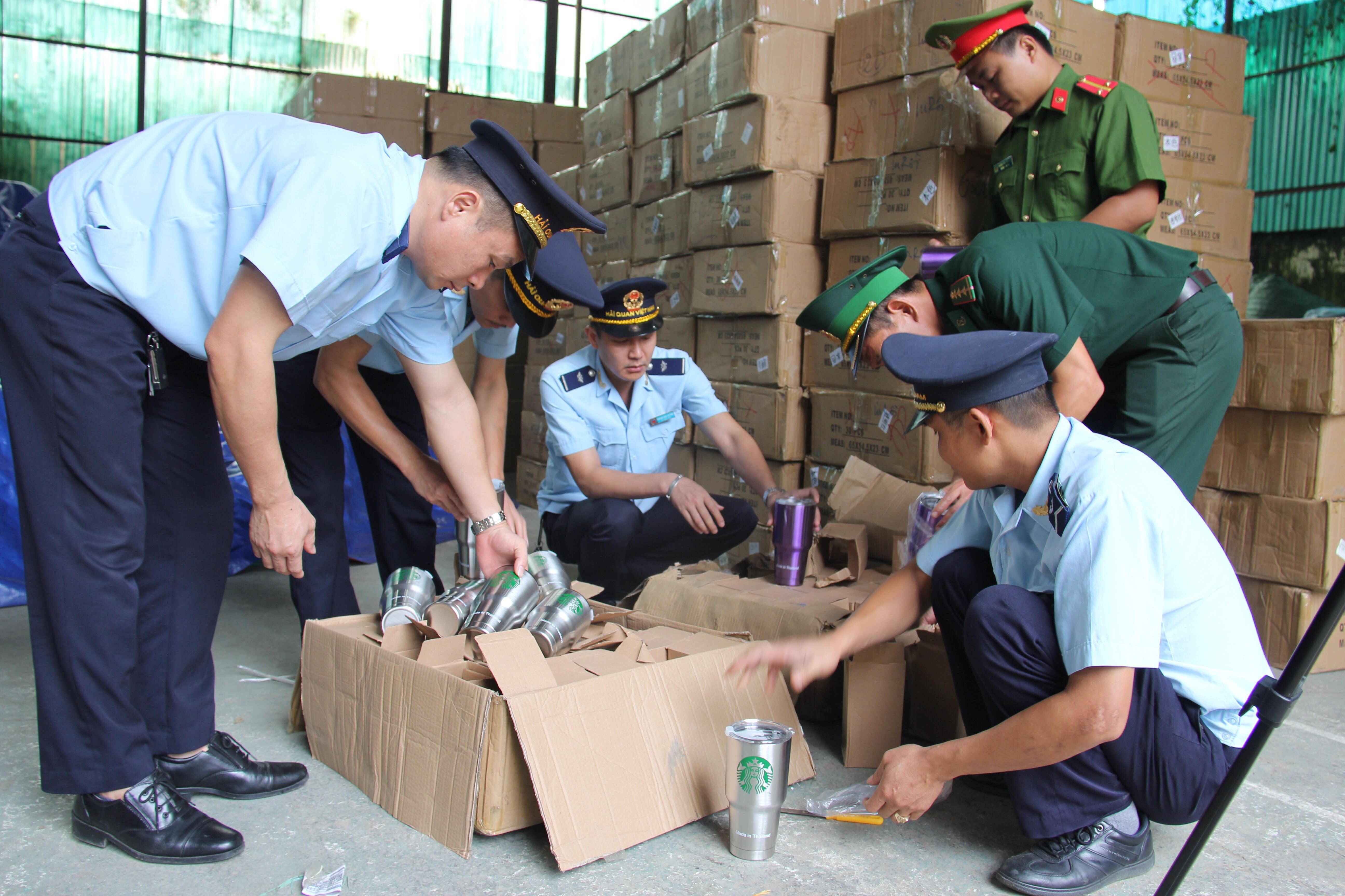 Phát hiện kho chứa 280 kiện hàng nghi giả mạo xuất xứ Thái Lan