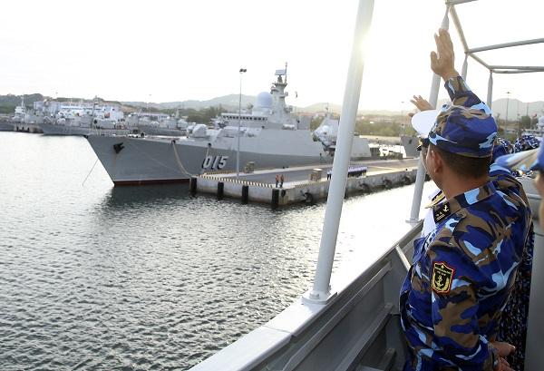 Tàu 016-Quang Trung rời cảng thăm xã giao Liên bang Nga