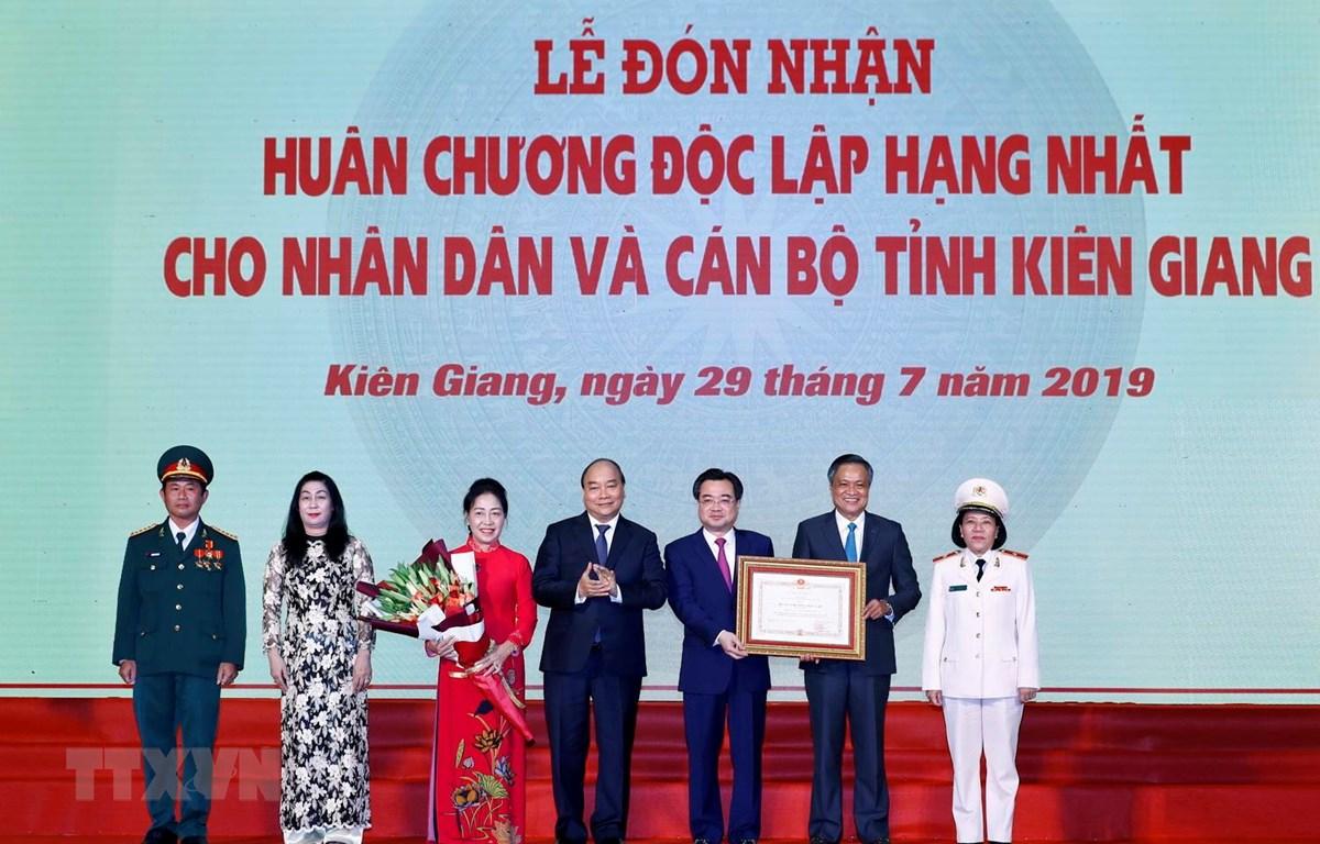 Tỉnh Kiên Giang đón nhận Huân chương Độc lập hạng Nhất