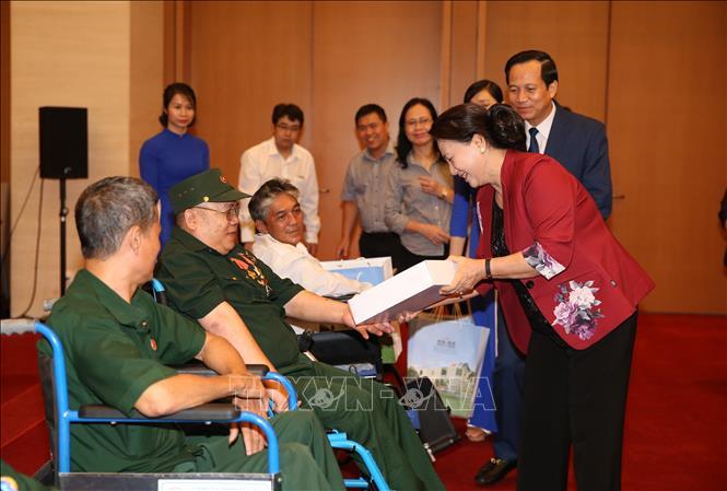 Chủ tịch Quốc hội gặp mặt các thương binh nặng tiêu biểu toàn quốc  🎥