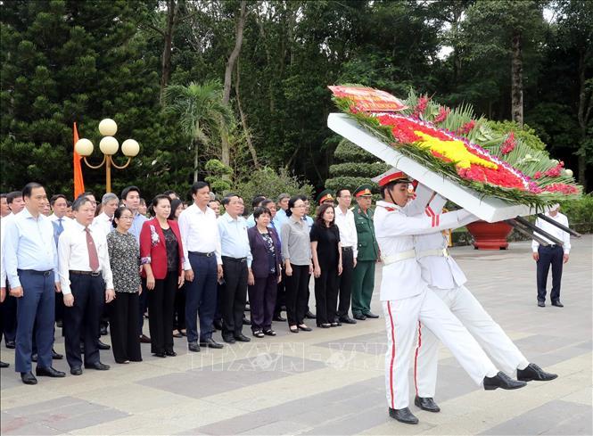 Chủ tịch Quốc hội tưởng niệm các Anh hùng Liệt sĩ tại TP Hồ Chí Minh  🎥