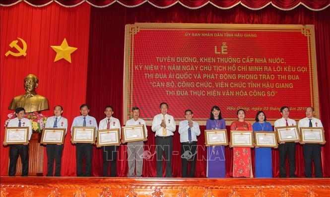 Cán bộ, công chức, viên chức tỉnh Hậu Giang thi đua thực hiện văn hóa công sở