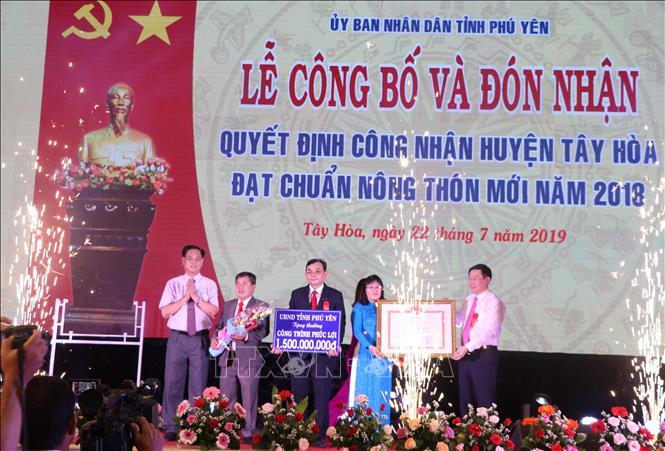 Công bố Quyết định huyện Tây Hòa, tỉnh Phú Yên đạt chuẩn nông thôn mới