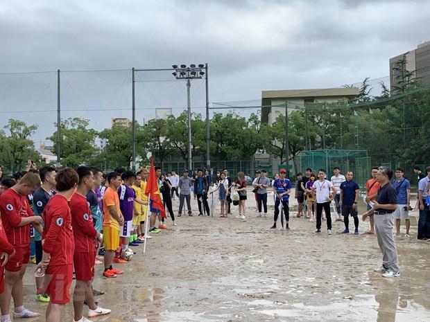 Mùa mưa ở Nhật Bản không làm giảm niềm đam mê bóng đá của người Việt