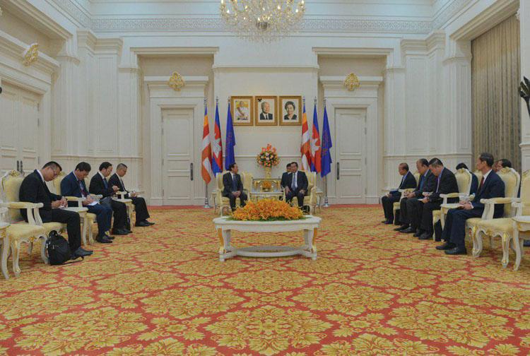 Củng cố và tăng cường mối quan hệ giữa hai Đảng, hai Nhà nước Việt Nam- Campuchia