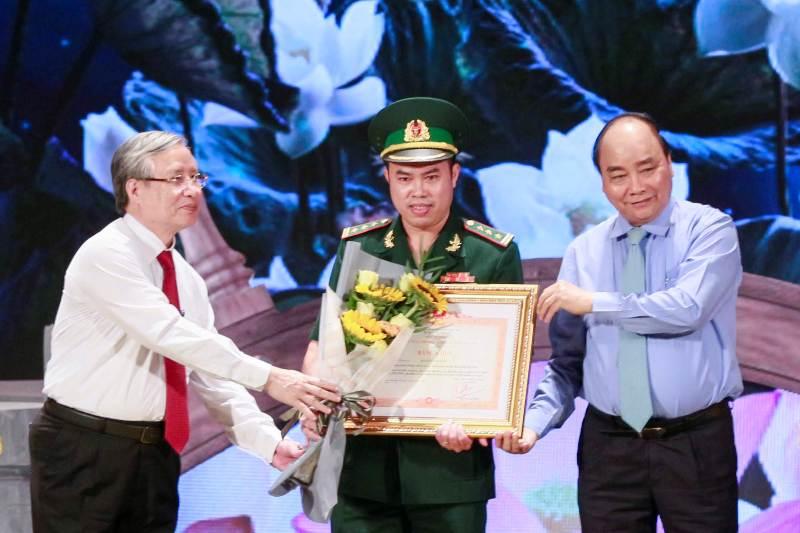 """""""Hồ Chí Minh - Hành trình khát vọng"""" tôn vinh những điển hình trong học tập và làm theo Bác"""