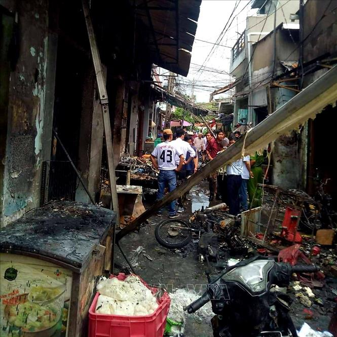 Thành phố Hồ Chí Minh: Nổ bình gas gây hỏa hoạn, 7 ngôi nhà bị ảnh hưởng