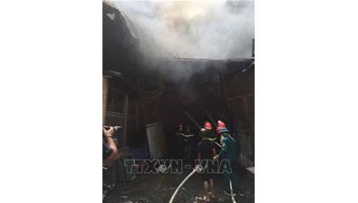 Đang cháy lớn tại Khu Công nghiệp Sài Đồng B