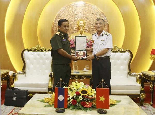 Bộ Tư lệnh Hải quân tiếp đoàn Cục Bảo vệ nội bộ Quân đội Lào