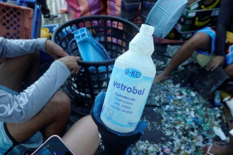 Đổi chai nhựa lấy vé xe buýt ở Ecuador
