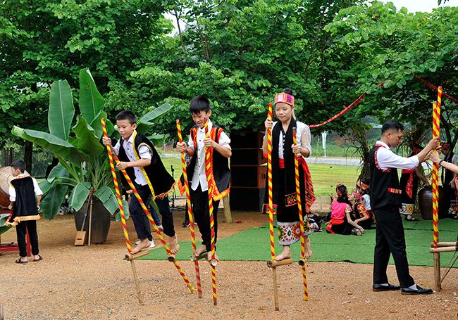 Vui tươi những bài hát đồng dao tuổi thơ dân tộc Thái