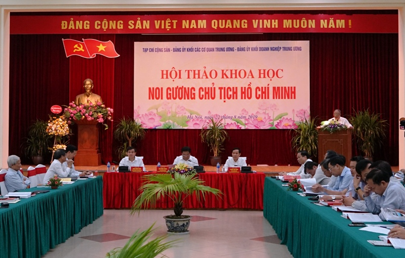 Noi gương Chủ tịch Hồ Chí Minh: Học đi đôi với làm theo