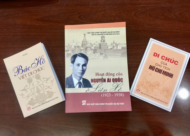 Dịch và xuất bản nhiều sách viết về Bác Hồ sang tiếng Nga