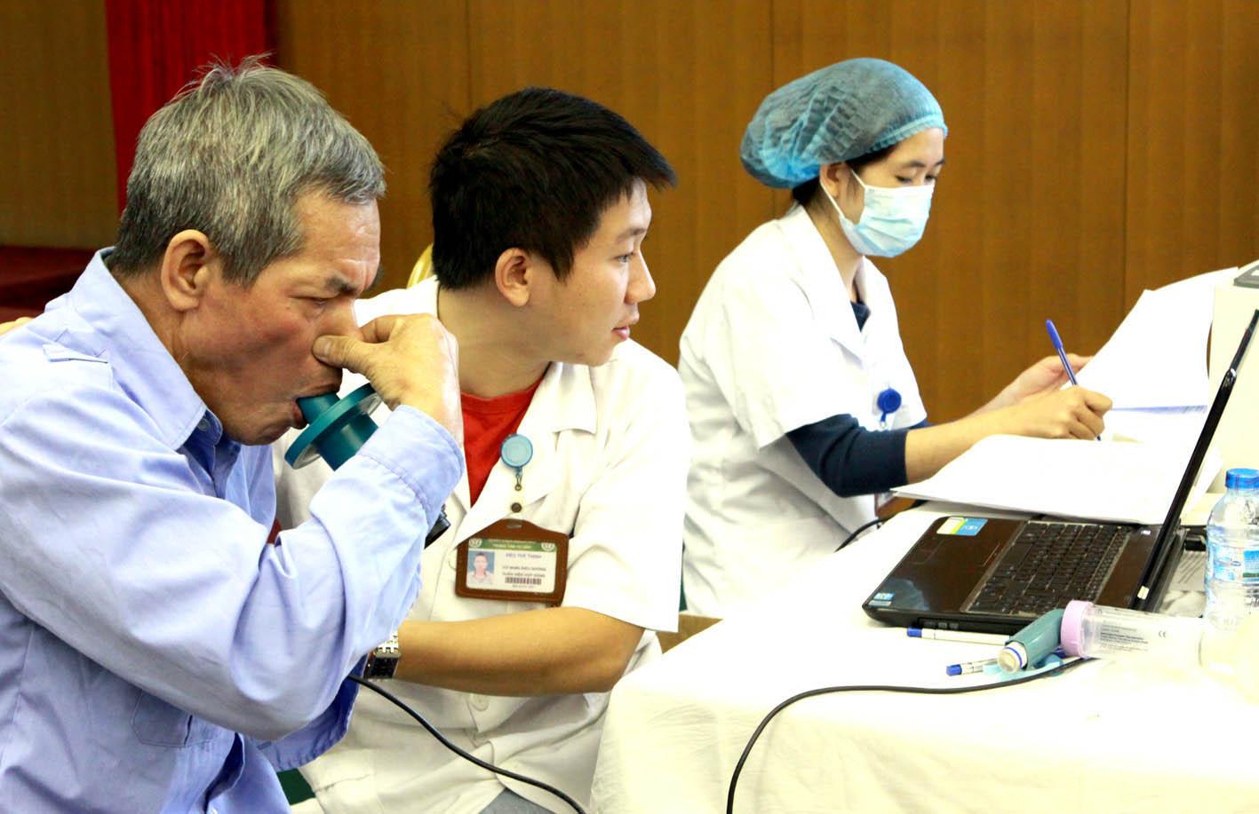 Ngày 14/9, Bệnh viện Bạch Mai khám, tư vấn miễn phí bệnh phổi tắc nghẽn mạn tính
