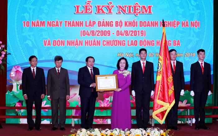 Đảng bộ Khối Doanh nghiệp Hà Nội đón nhận Huân chương Lao động hạng Ba