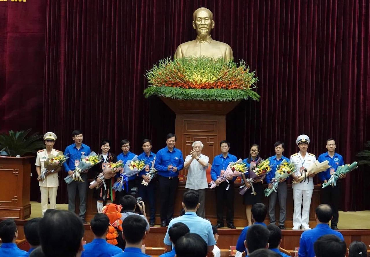 Tổng Bí thư, Chủ tịch nước gặp mặt 392 đảng viên trẻ tiêu biểu