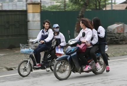 Hà Nội yêu cầu cam kết không giao xe máy cho học sinh chưa đủ tuổi