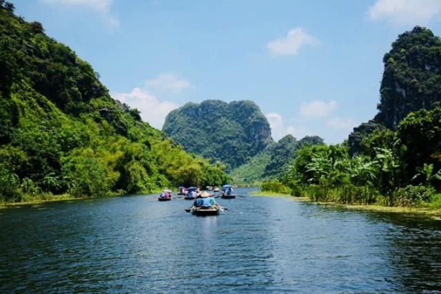 Ninh Bình phấn đấu đến năm 2025 tổng doanh thu từ du lịch đạt trên 8.000 tỷ đồng