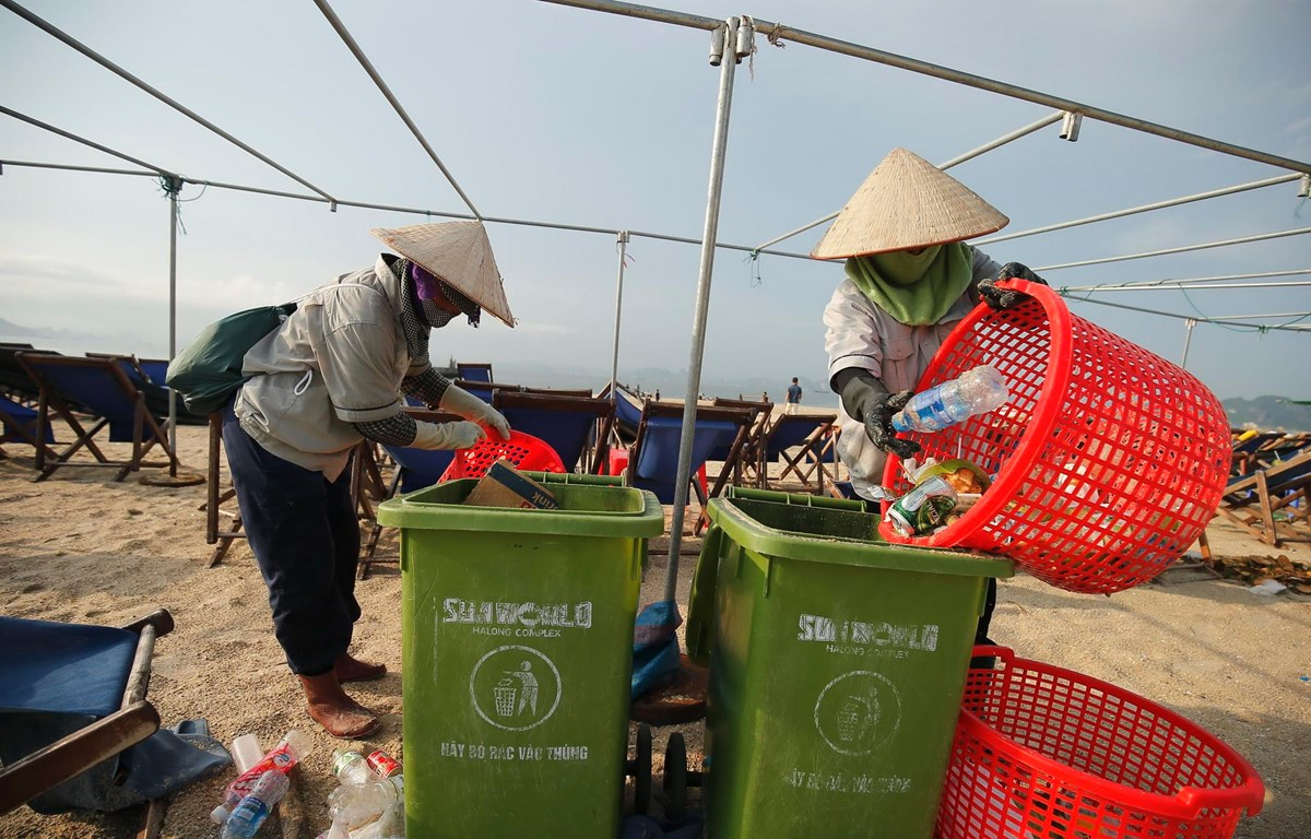 Quảng Ninh cấm sản phẩm nhựa dùng một lần trên Vịnh Hạ Long