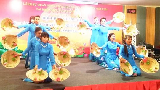Thi hát tiếng Việt dành cho kiều bào vùng Đông Bắc Thái Lan