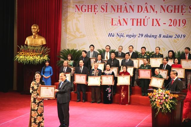 Trao tặng danh hiệu NSND, NSƯT cho 391 nghệ sĩ