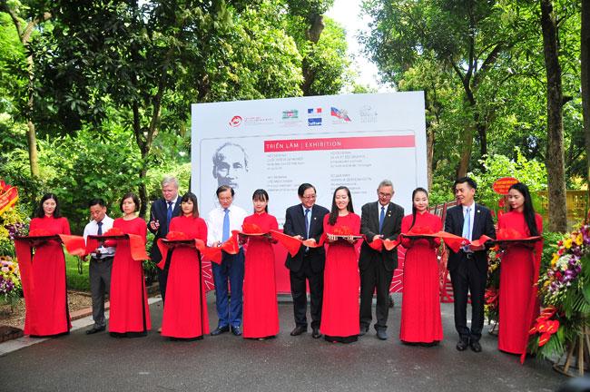 Cuộc đời và sự nghiệp của Bác Hồ từ tài liệu lưu trữ Việt Nam và quốc tế