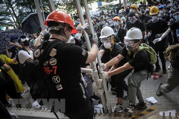 Biểu tình ở Hong Kong (Trung Quốc) biến thành bạo lực, nhiều cảnh sát bị thương