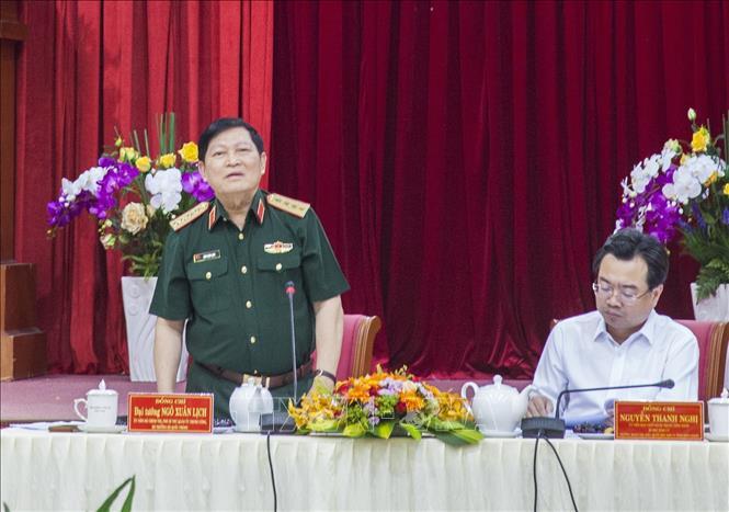 Bộ trưởng Bộ Quốc phòng thăm và làm việc tại Kiên Giang