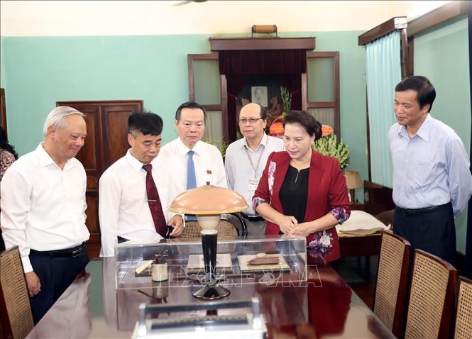 Dâng hương, tưởng niệm Chủ tịch Hồ Chí Minh tại Nhà 67